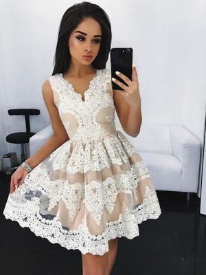 A-Linien-/Princess-Stil V-Ausschnitt Tüll Ärmellos Kurze Abiballkleid mit Spitze