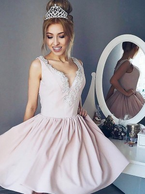 A-Linien-/Princess-Stil V-Ausschnitt Satin Ärmellos Kurze Abiballkleid mit Perlenstickereien
