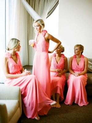 A-Linien-/Princess-Stil V-Ausschnitt Chiffon Bodenlang Ärmellos Brautjungfernkleid mit Handgemachte Blumen