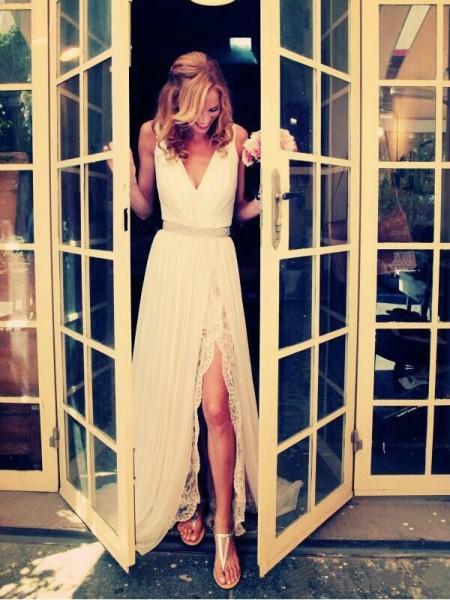 A-Linien-/Princess-Stil V-Ausschnitt Pinselschleppe Chiffon Ärmellos Brautkleid mit Perlenstickereien Schlitz